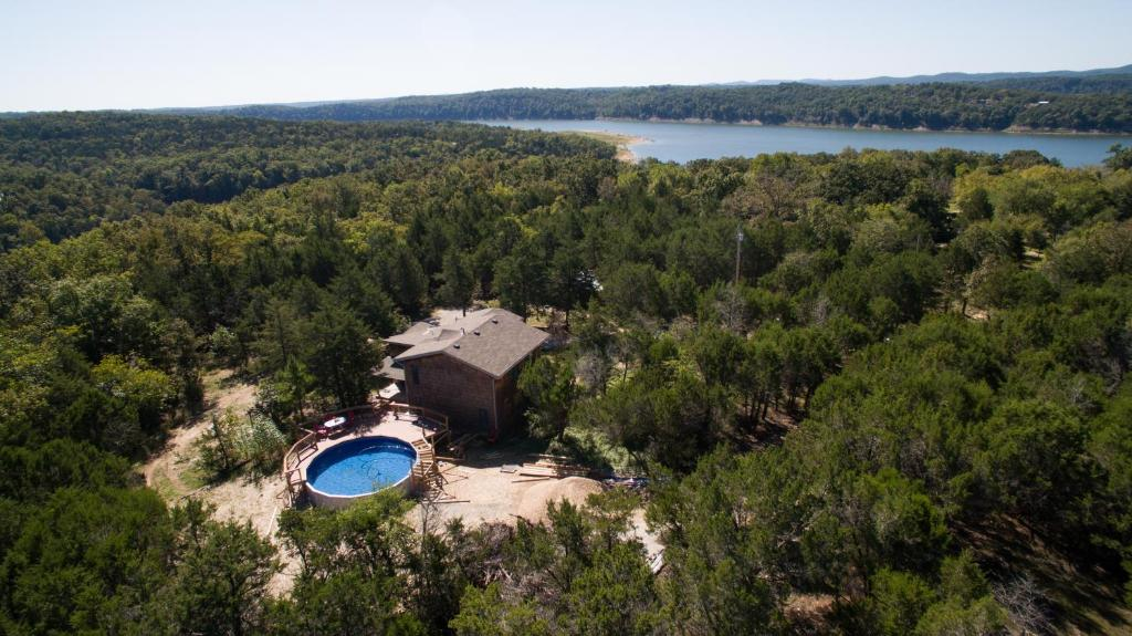 A bird's-eye view of Henrys Hideaway Home