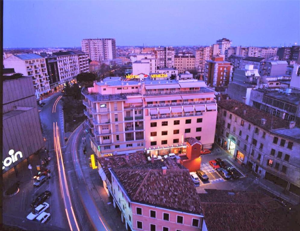 Uma vista aérea de Hotel Venezia