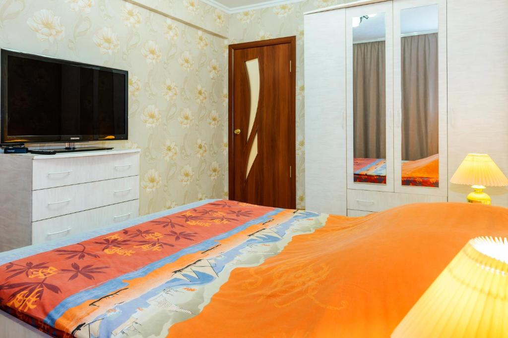 A bed or beds in a room at Apartment TwoPillows on Lenina 52