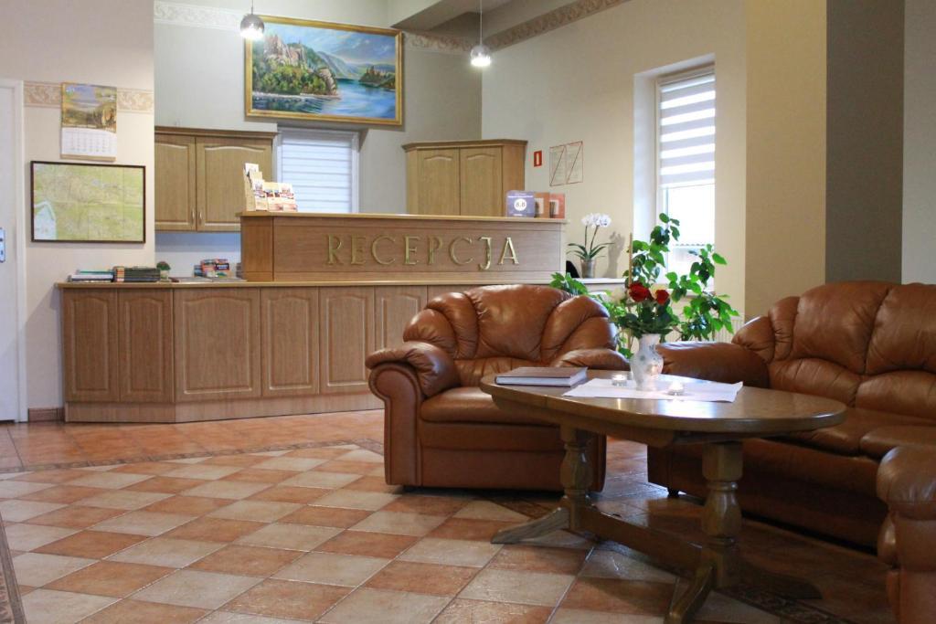 Hol lub recepcja w obiekcie Pensjonat i Restauracja Nowak