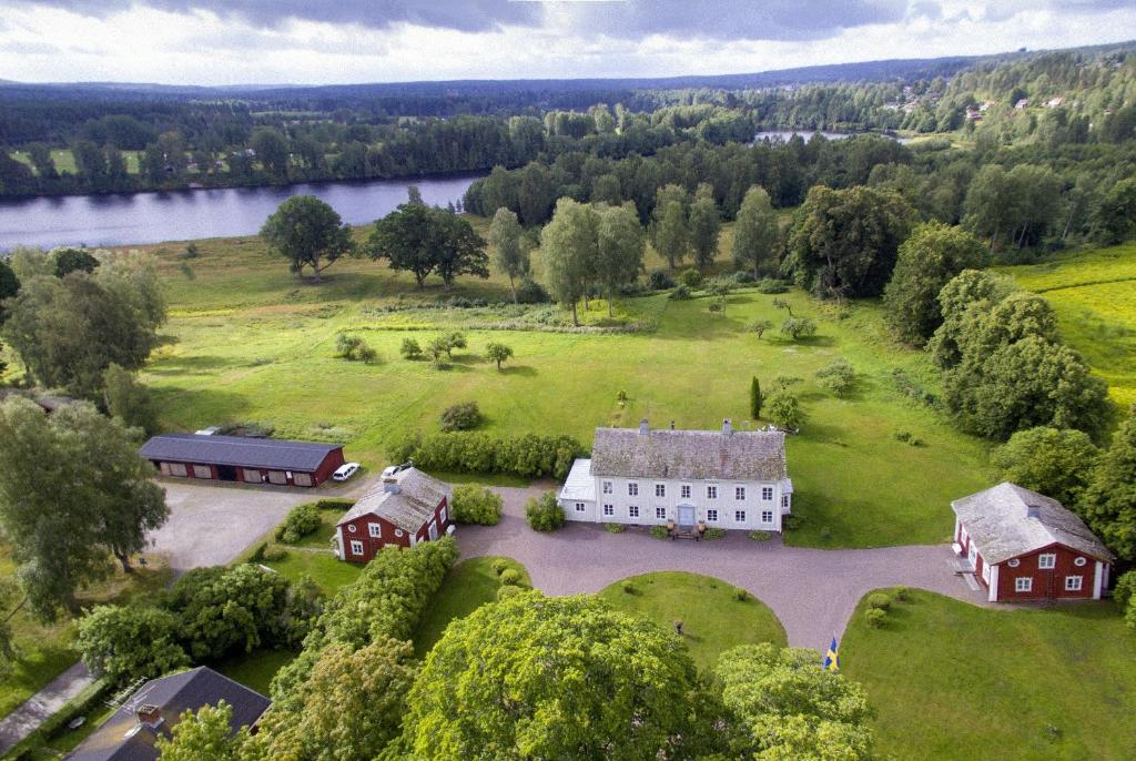Ett flygfoto av B&B Kvarntorps Herrgård