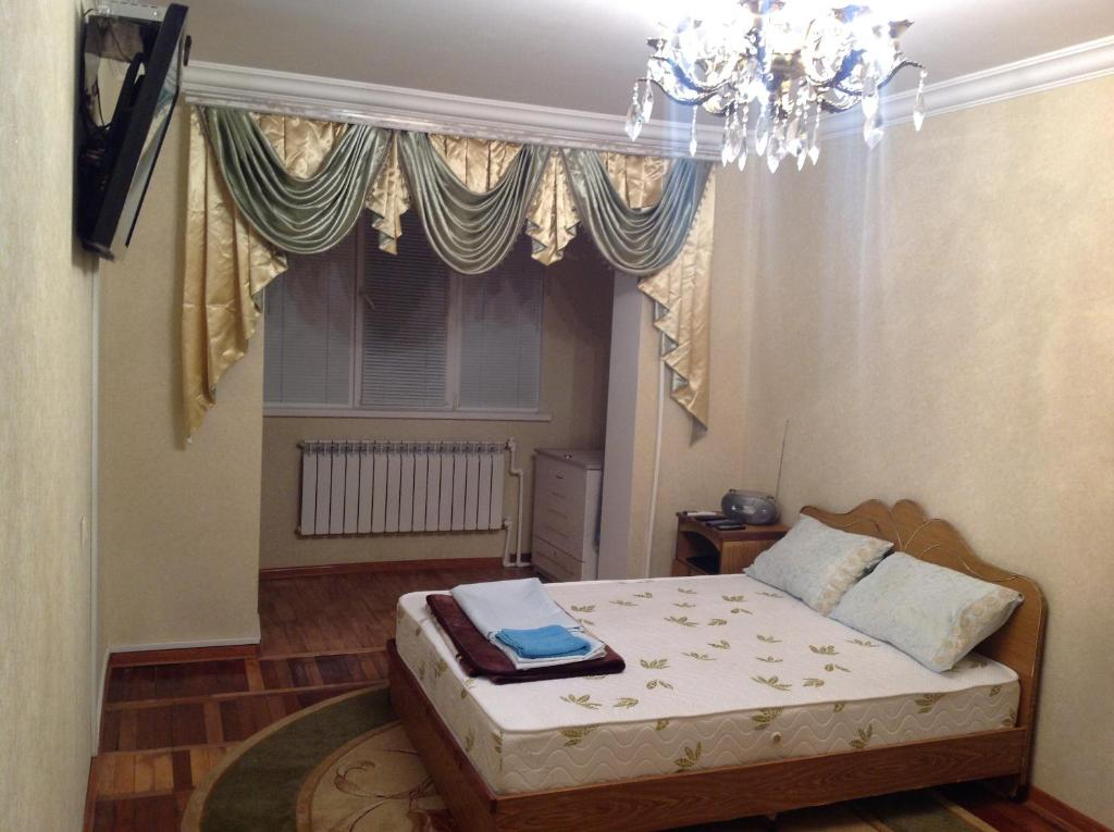 A bed or beds in a room at Апартамент Эльбрусский