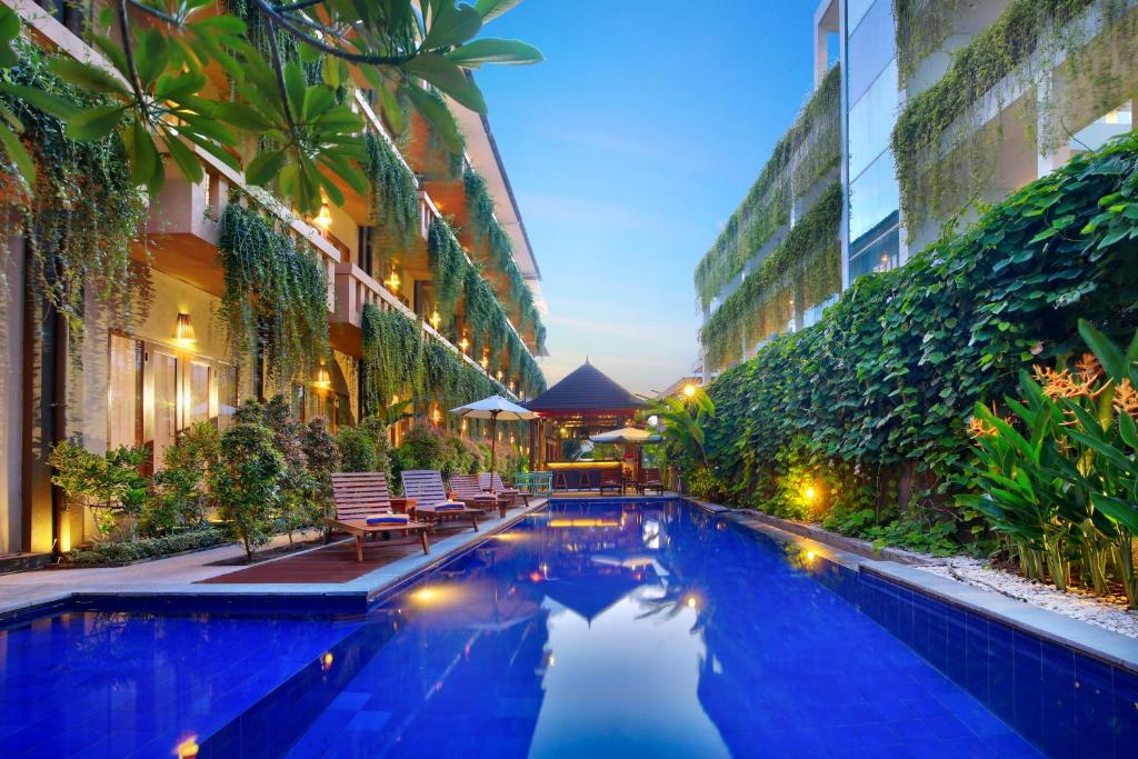 The swimming pool at or close to Bali Chaya Hotel Legian