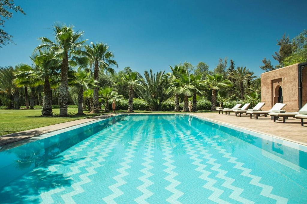 The swimming pool at or near Villa Alouna en exclusivité avec piscine privée dans la Palmeraie