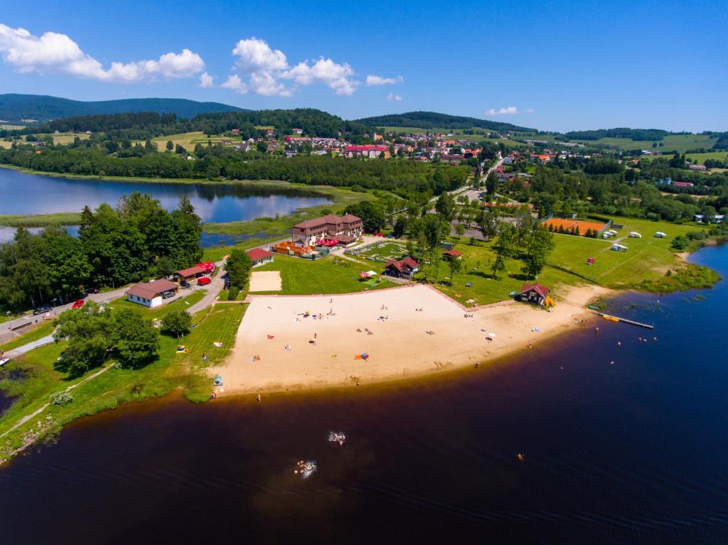 Blick auf Hotel Na Pláži aus der Vogelperspektive