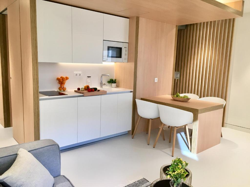 A kitchen or kitchenette at Inside Bilbao Apartments