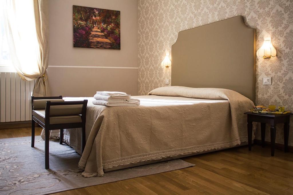 Een bed of bedden in een kamer bij Hotel Navy