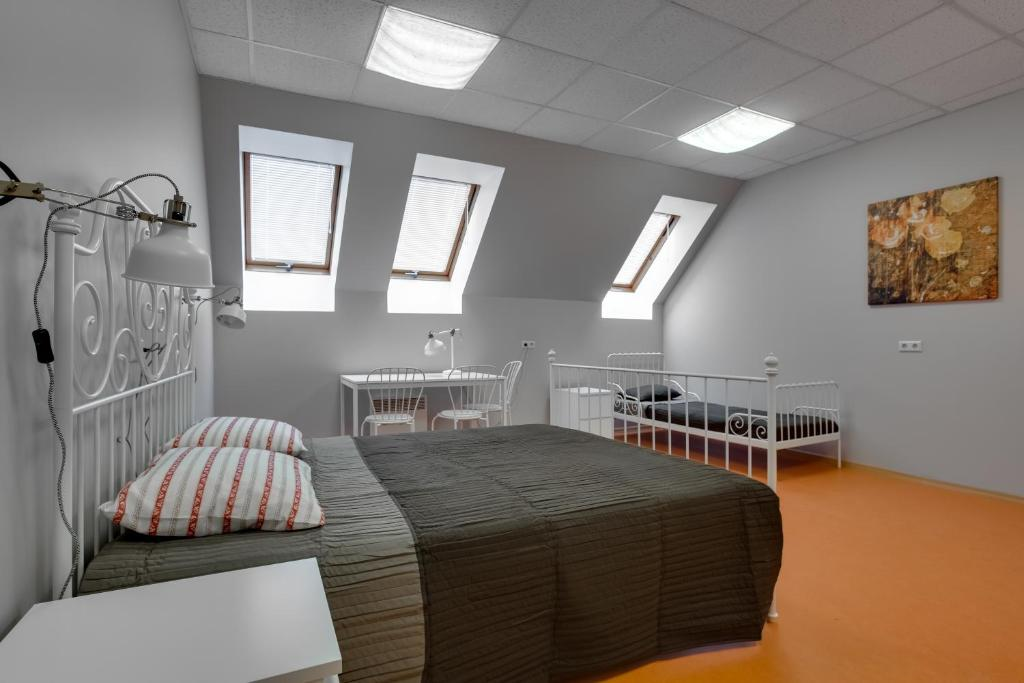 A bed or beds in a room at Liberty