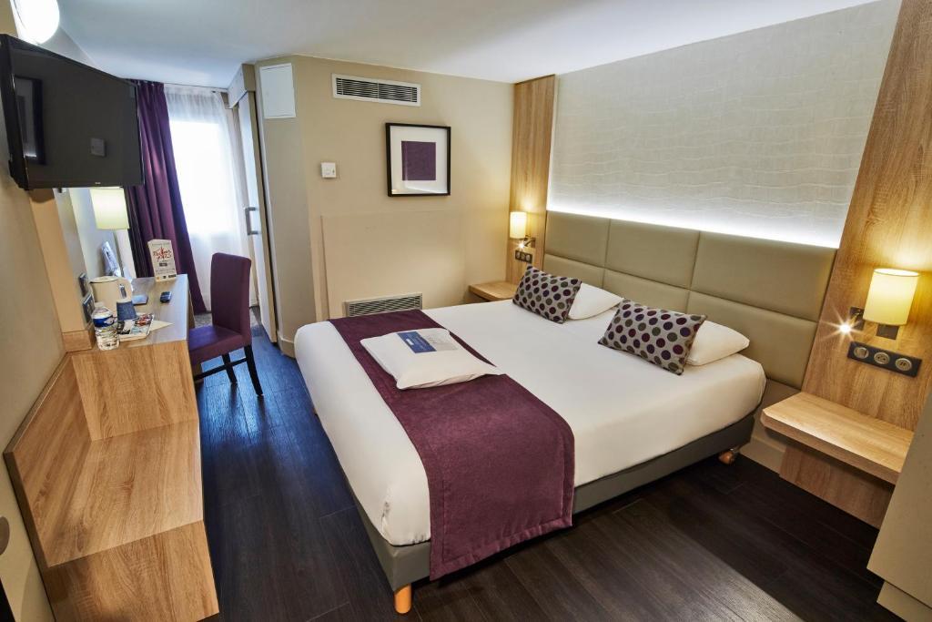 Un ou plusieurs lits dans un hébergement de l'établissement Kyriad Beaune