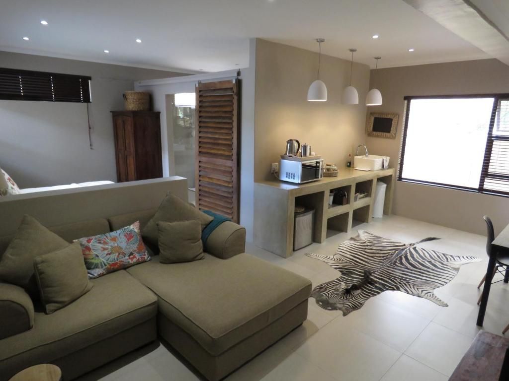 Beautiful Studio! Modern, secure,comfy stay in Windhoek Golf Estate