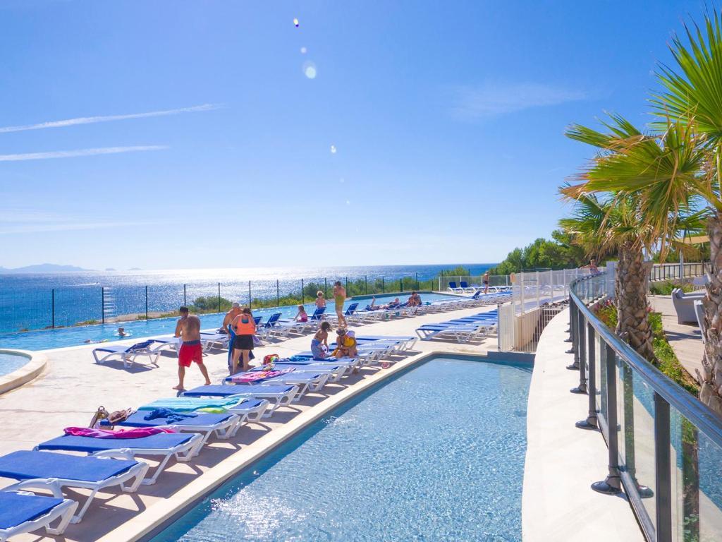 Lagrange Grand Bleu Vacances - Camping de l'Arquet****