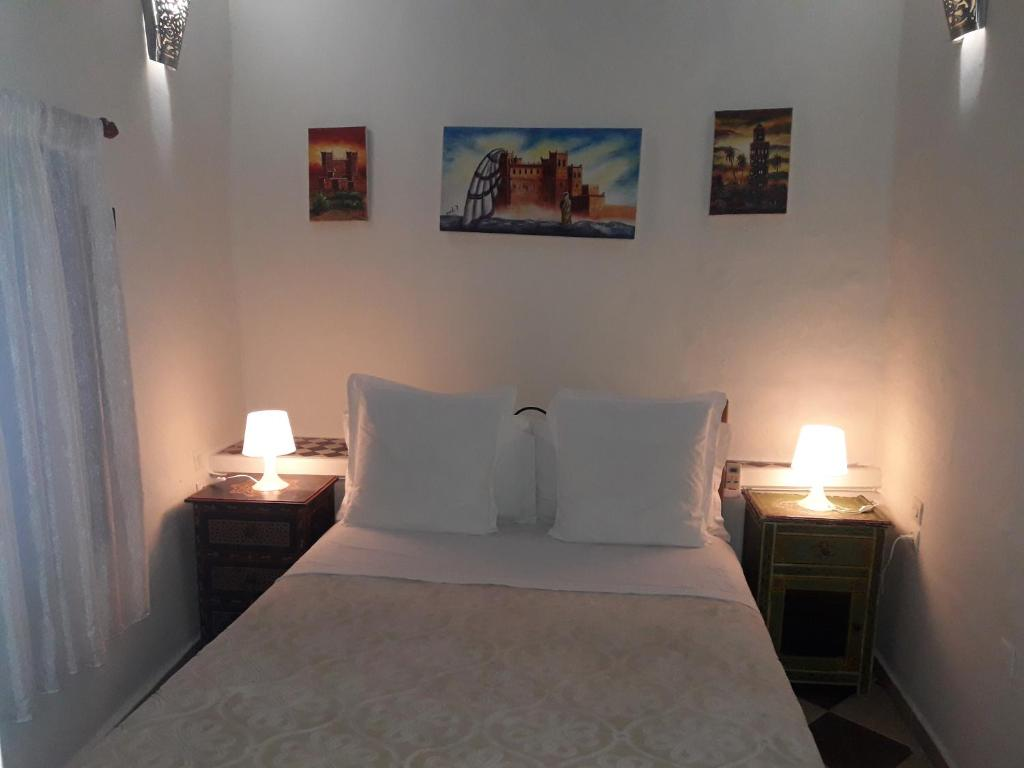A bed or beds in a room at Dar Gabriel