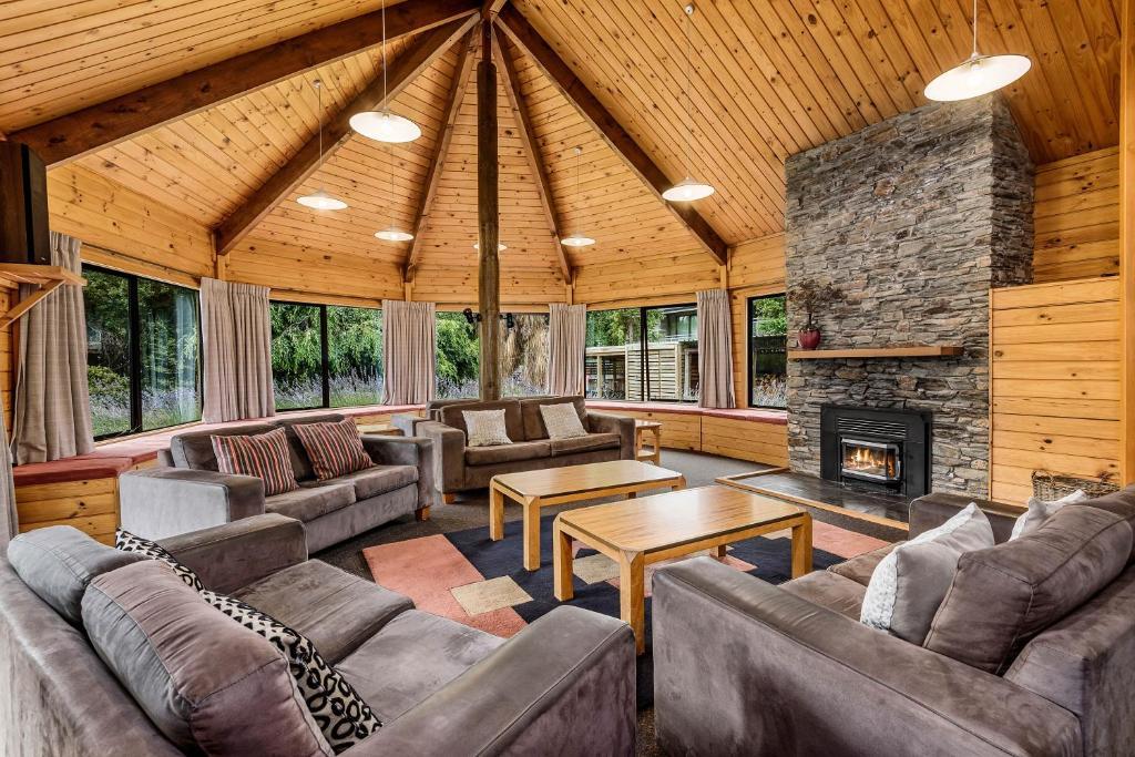 El salón o zona de bar de Altamont Lodge