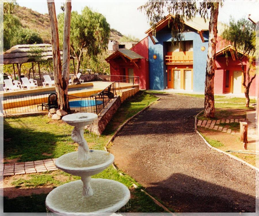 A garden outside Terralta Apart Cabañas