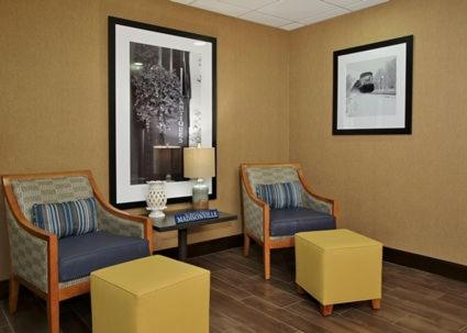 A seating area at Hampton Inn & Suites Madisonville
