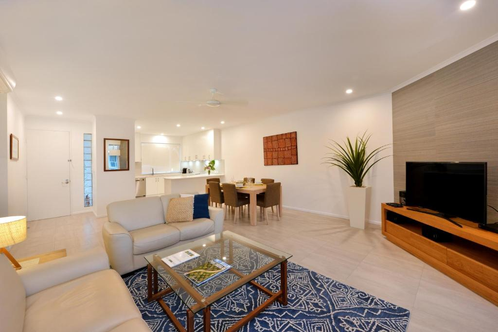 A seating area at 328 Beaches