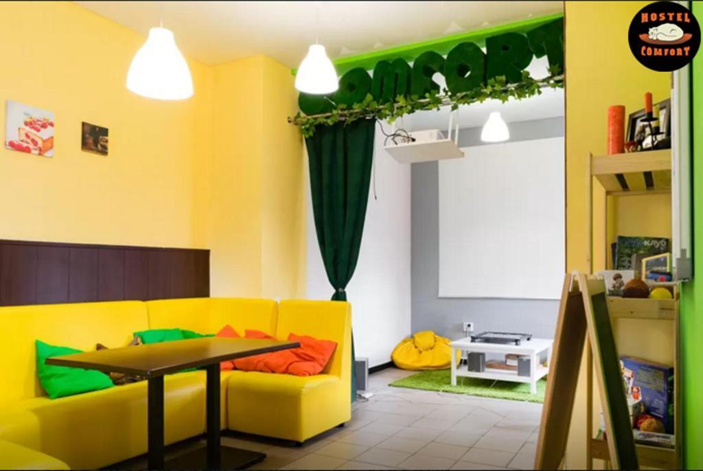 Ein Sitzbereich in der Unterkunft Comfort Hostel