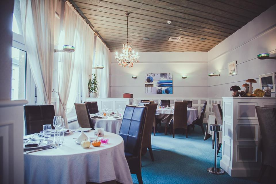 A restaurant or other place to eat at Hôtel Logis Le Bourbon