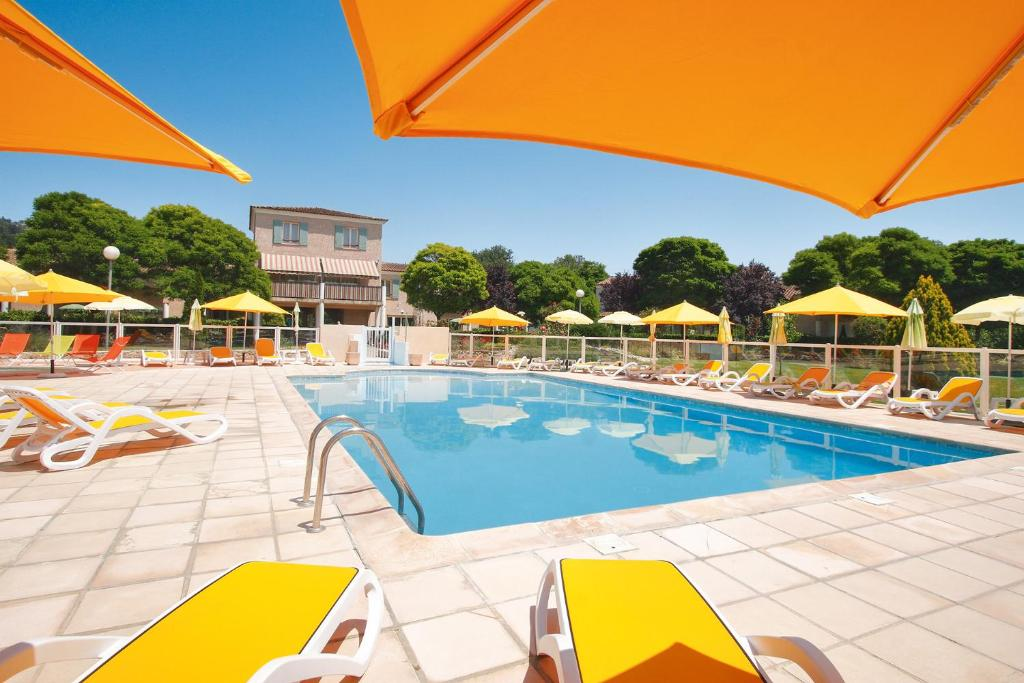 The swimming pool at or near Le Champ d'Eysson Aparthotel
