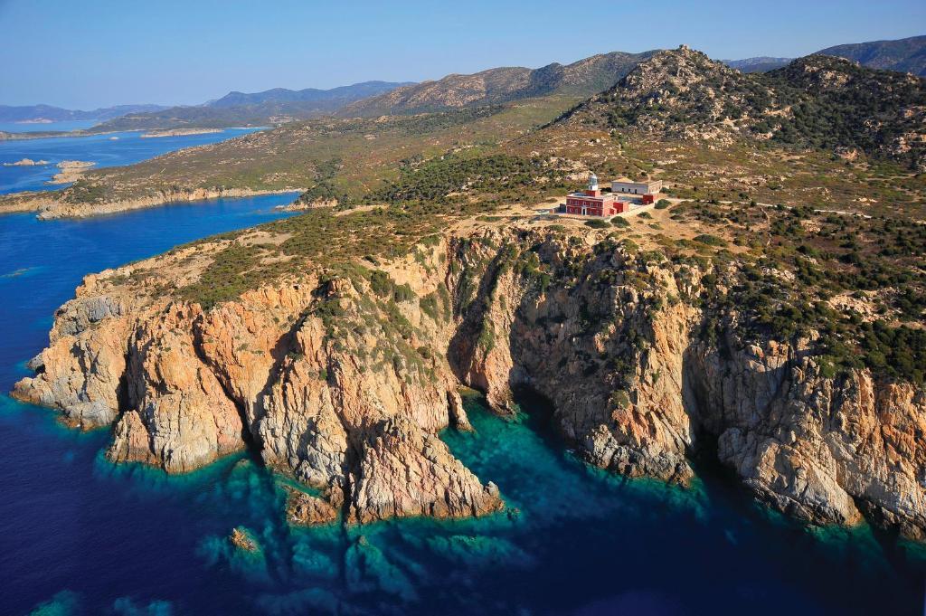 Een luchtfoto van Faro Capo Spartivento