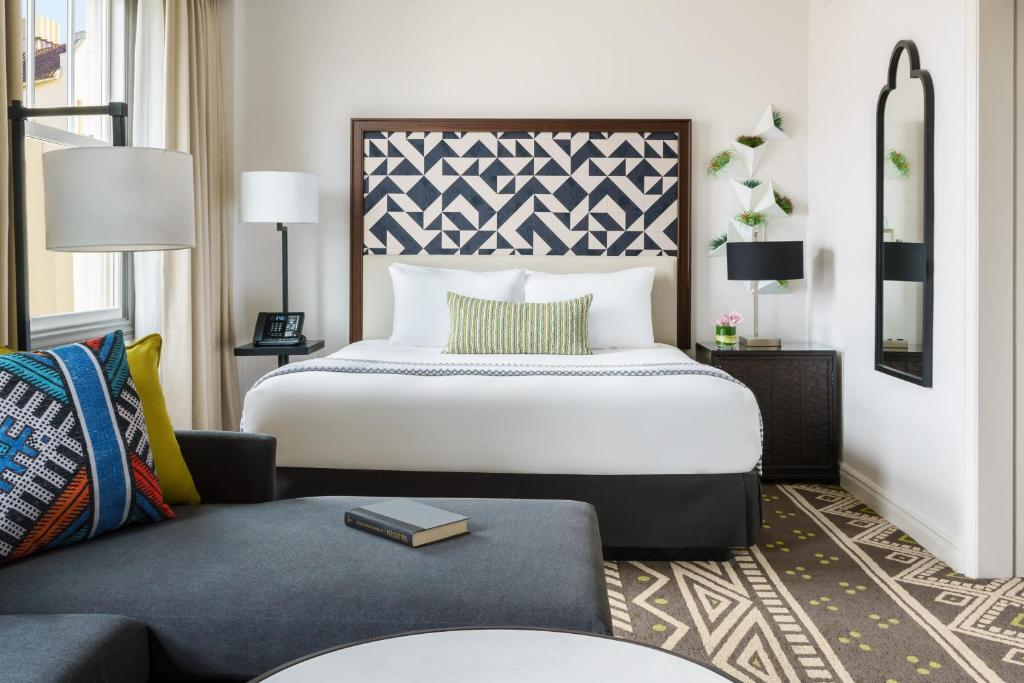 A bed or beds in a room at Hotel Spero