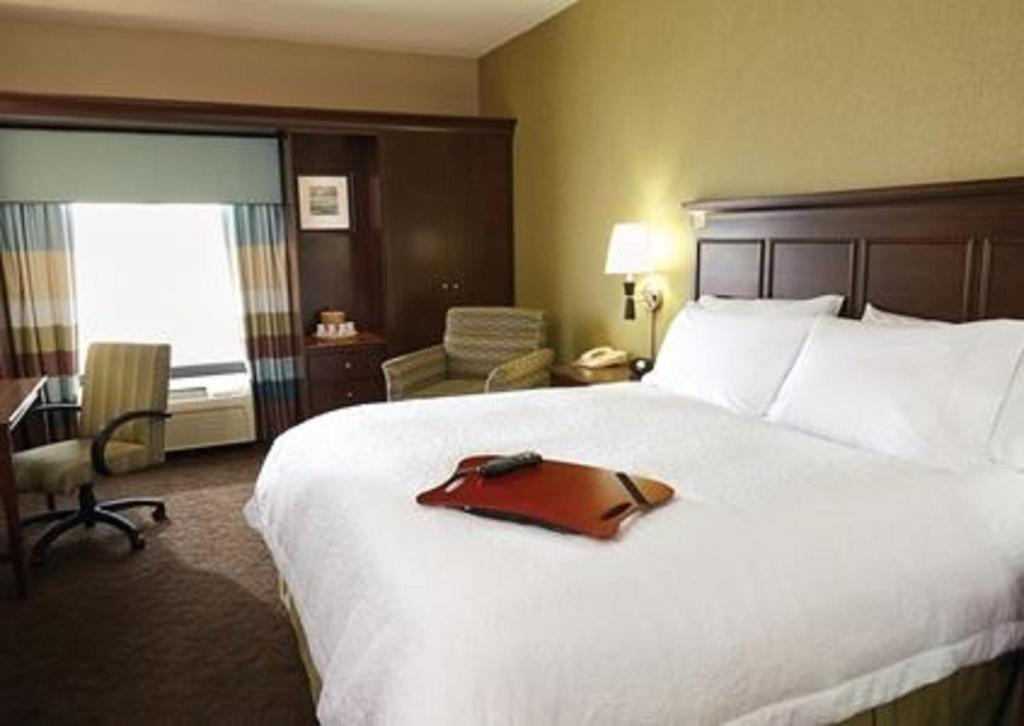 A bed or beds in a room at Hampton Inn & Suites Lafayette