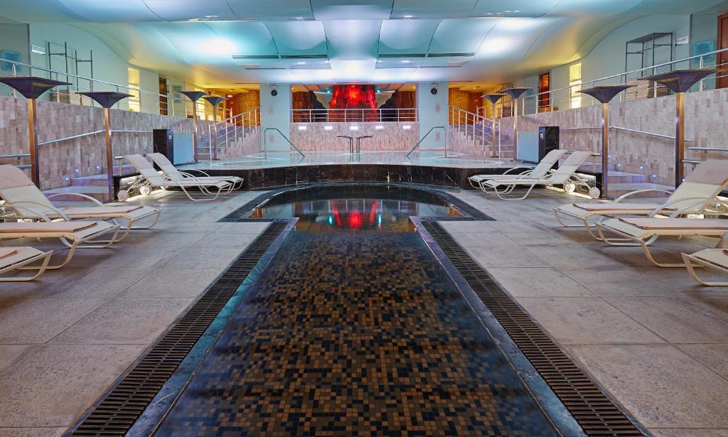 المسبح في ريتشموند نوا ويلنيس سبا - للكبار فقط أو بالجوار