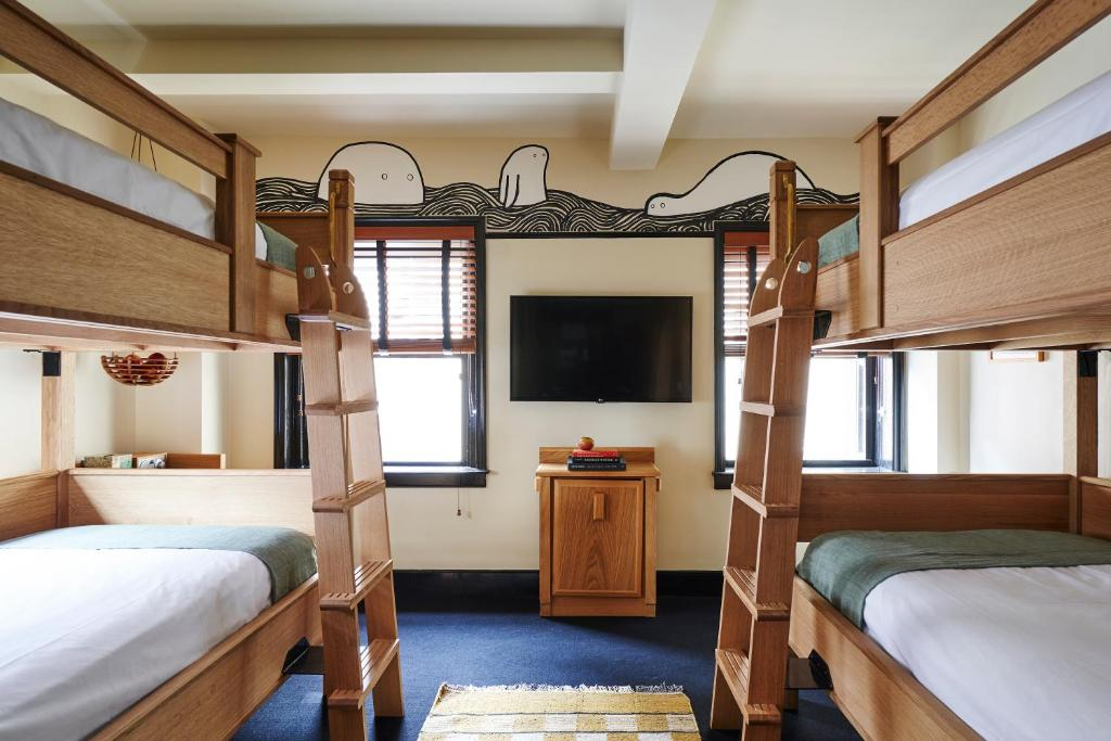 Letto o letti a castello in una camera di Freehand New York