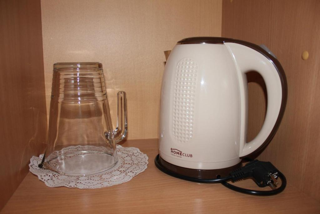 Coffee and tea-making facilities at Hotel Zvezdny