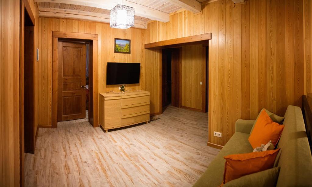 Телевизор и/или развлекательный центр в Старый Шерегеш