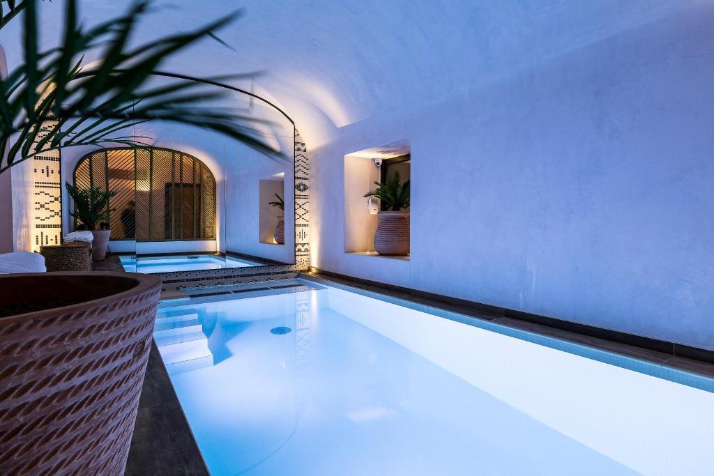 The swimming pool at or near Laz' Hotel Spa Urbain Paris