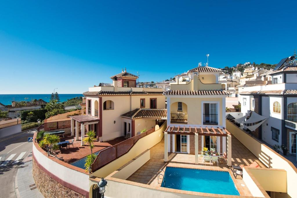 A view of the pool at Villa Antonia Mar or nearby