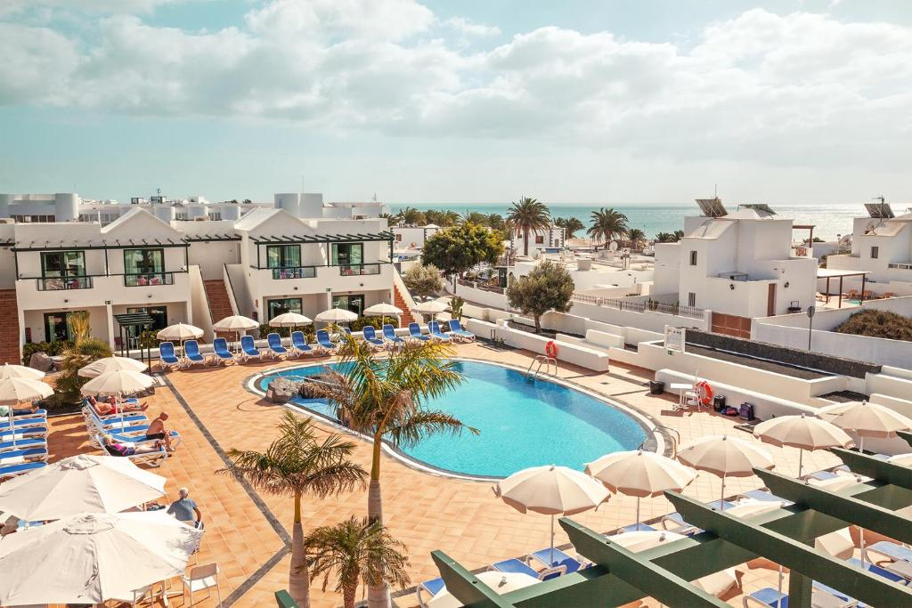 A view of the pool at Hotel Pocillos Playa or nearby