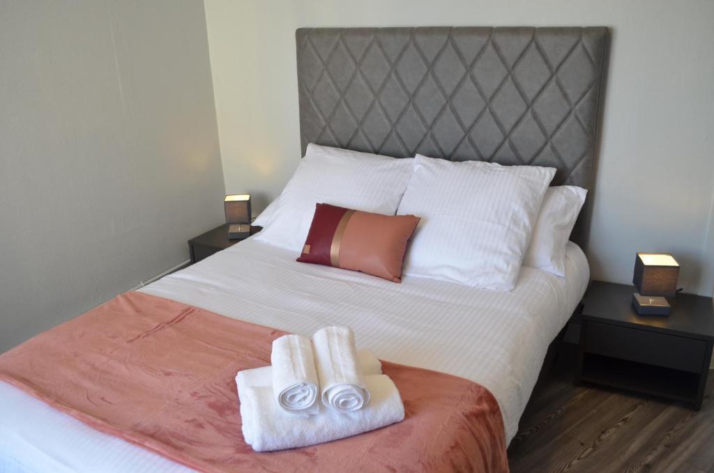 Un ou plusieurs lits dans un hébergement de l'établissement Hotel de France