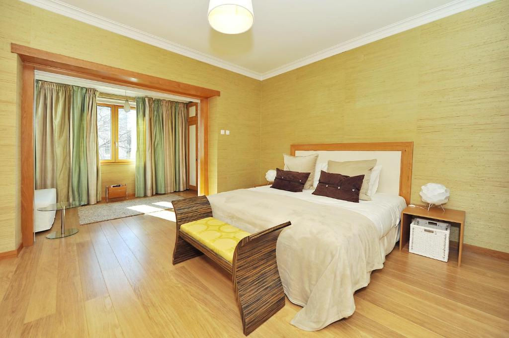 A bed or beds in a room at Cosy Bedrooms Guest House