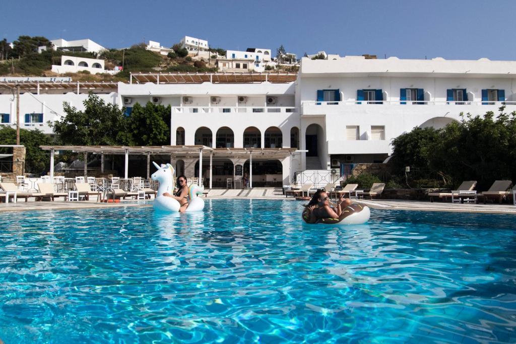 Πισίνα στο ή κοντά στο Armadoros Hotel / Ios Backpackers