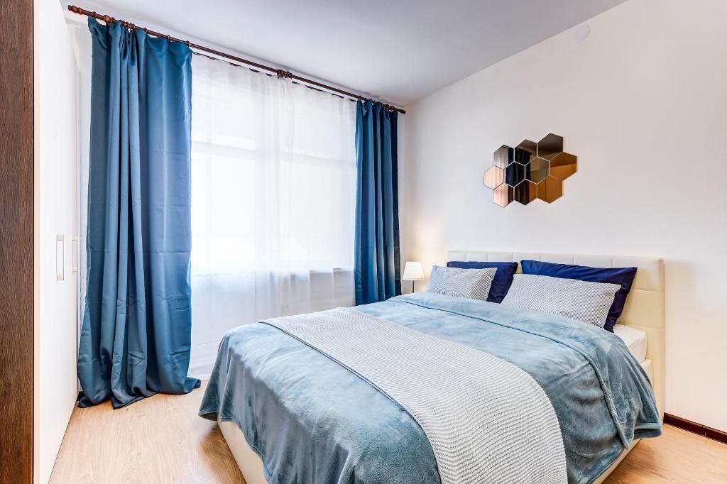 Кровать или кровати в номере Apartment Vesta Ladozhskiy vokzal