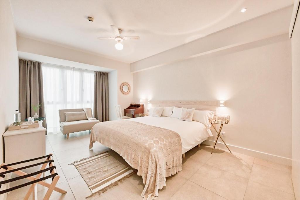 A bed or beds in a room at Maresía Canteras Urban Hotel