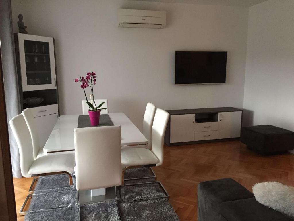 A television and/or entertainment centre at Villa Silvija