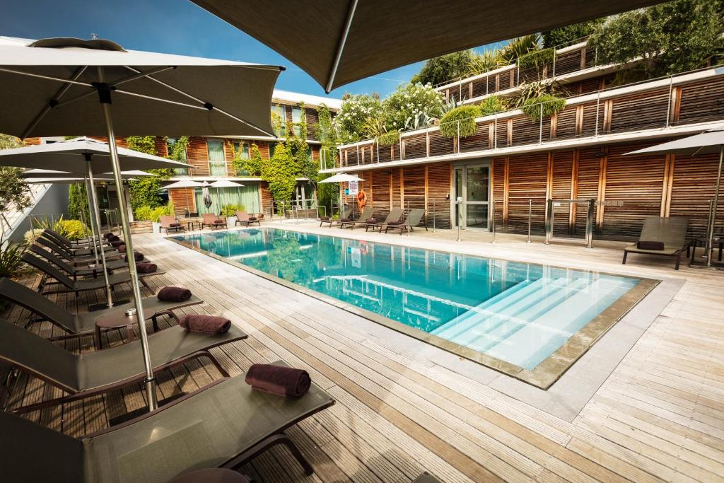 The swimming pool at or close to Courtyard by Marriott Montpellier