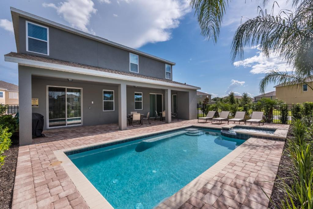 The swimming pool at or close to Splendid Home with Loft Area & Private Pool near Disney - 7619B