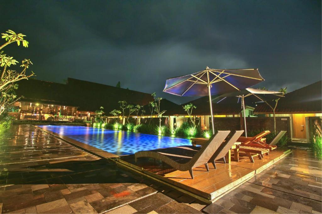 The swimming pool at or close to Shankara Borobudur