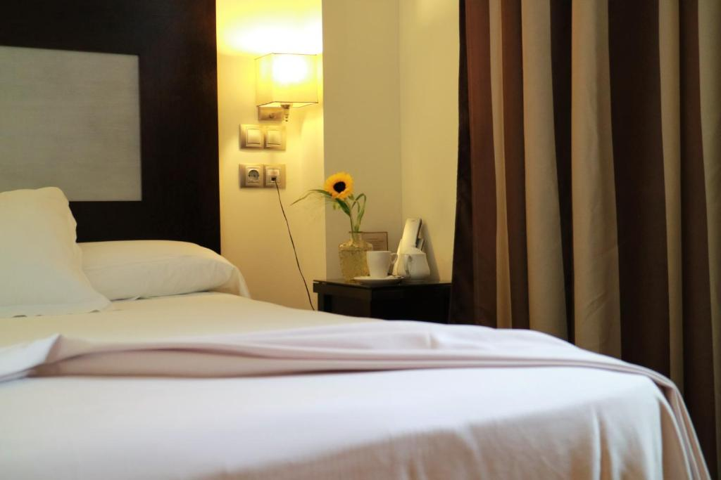 A bed or beds in a room at Las Bóvedas