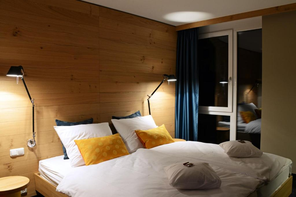 A bed or beds in a room at Claudius Hotel
