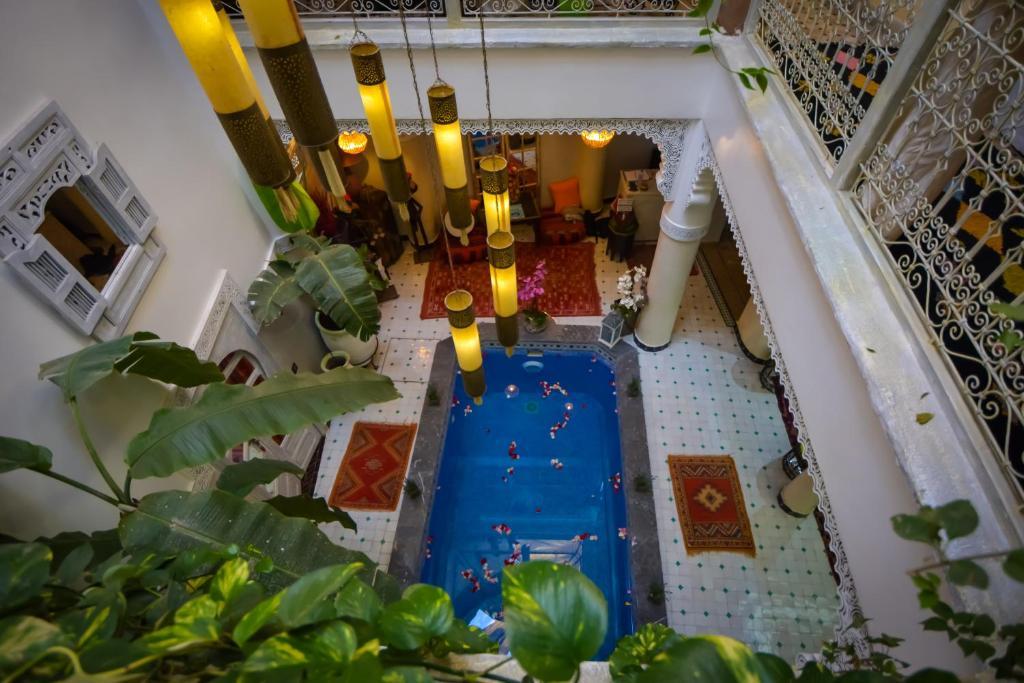 Vue sur la piscine de l'établissement Riad Eloise ou sur une piscine à proximité