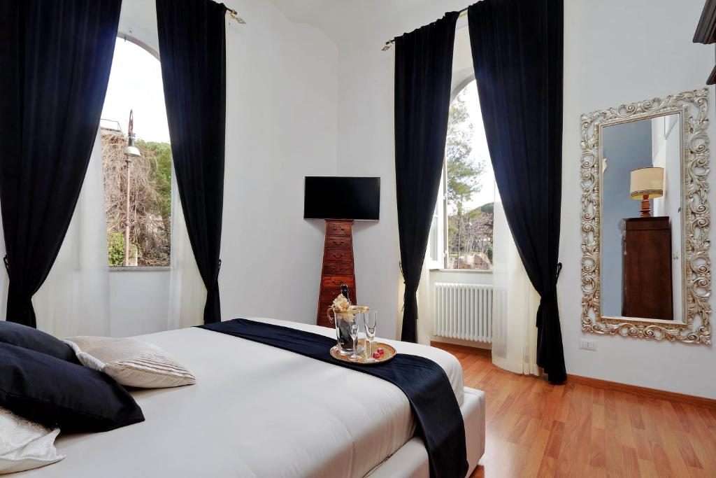 A bed or beds in a room at Dolce Casa Colosseo