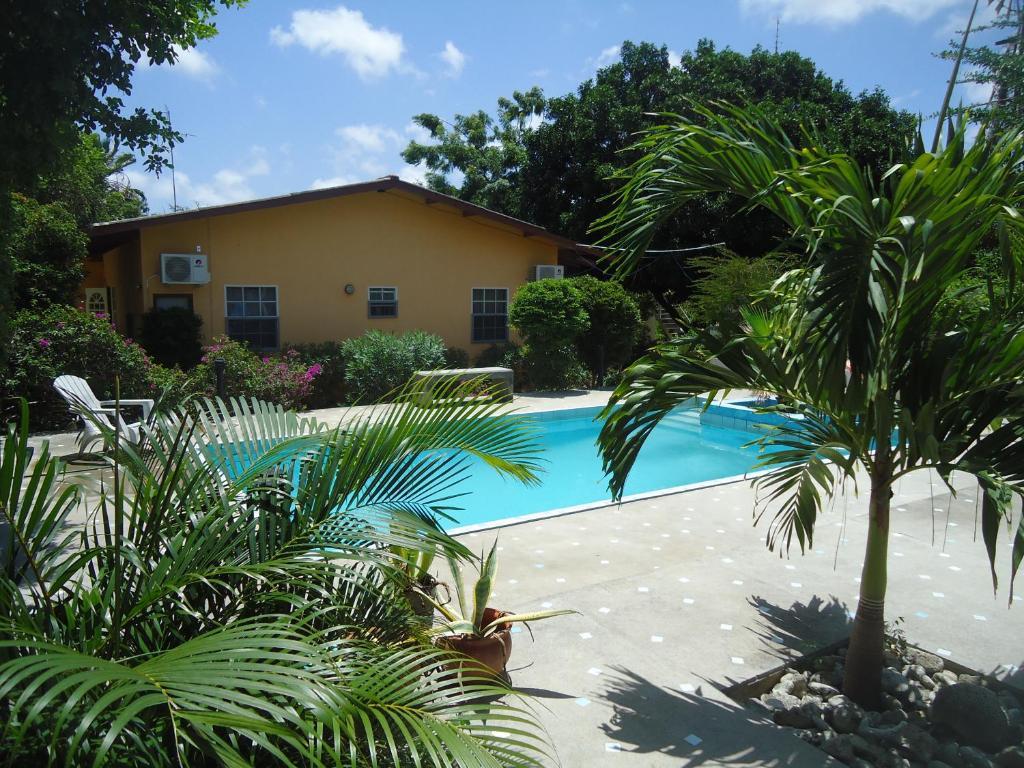 Uma vista da piscina em Happy Turtle Apartments ou nos arredores