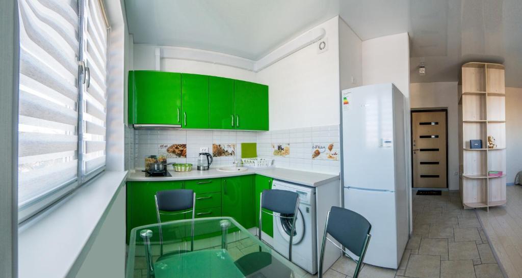 Кухня или мини-кухня в Apartment on Krasnoarmeyskaya