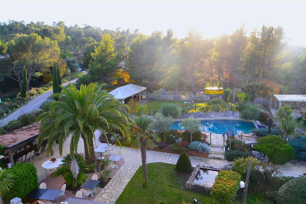 A view of the pool at Eze Hermitage Hôtel or nearby
