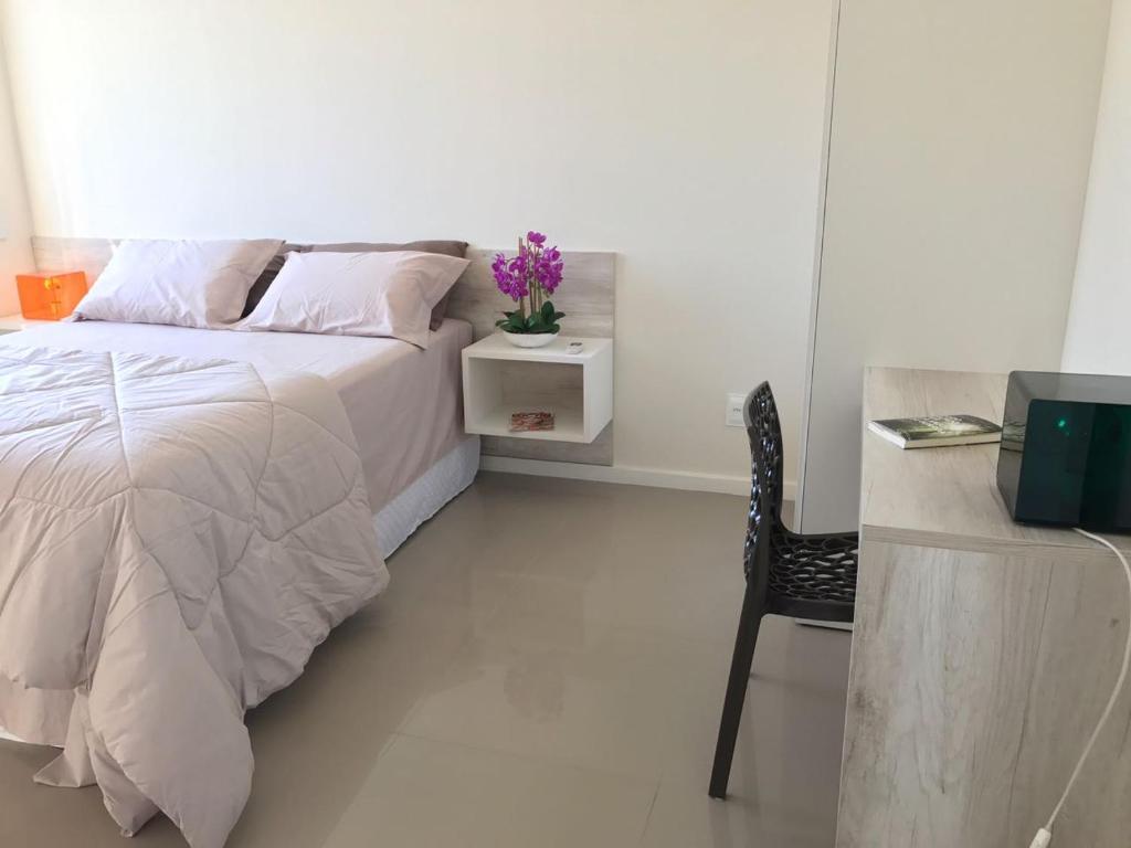 A bed or beds in a room at Jurerê Sol & Mar Temporada